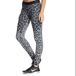 Nike Dri-Fit Giraffe Print Legging - S